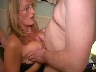 italian wench mother likes white cream facual