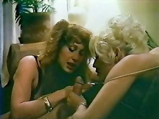 two mature babes into retro threeway scene