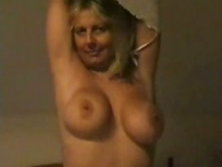 american mature babe with huge tits playing at