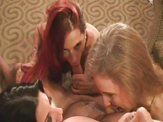 triple ladies sucking and swapping white cream