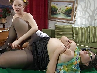 amateur and grownup brunette lezzie fisting on