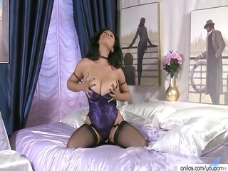 desperate ethnic mature babe pleases in pantyhose