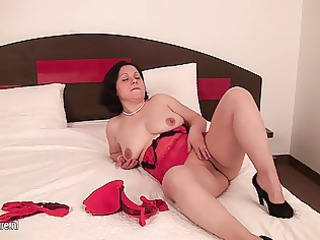 inexperienced housewife pleasing with her vagina