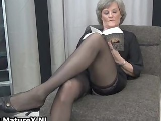 grownup wife into sexy brown pantyhose part1