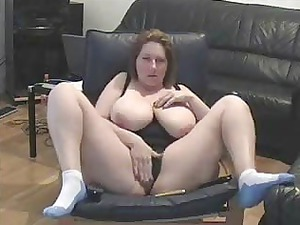 mature whore spread foot and masturbating