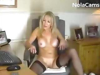 xxx inexperienced porn milf dildoing