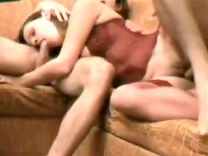 non-professional 3some brunete