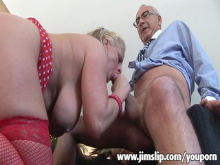busty mature babe acquiring her butt not empty