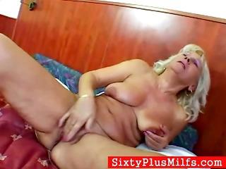 granny maris fisting her old slut