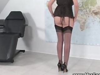 mature brit kitty strokes with dildo